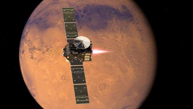 De Trace Gas Orbiter nestelt zich in een baan rond Mars. Afbeelding: ESA / ATG Medialab.
