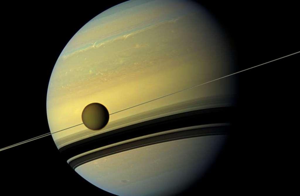 Giftige ijswolk ontdekt op Saturnus' maan Titan