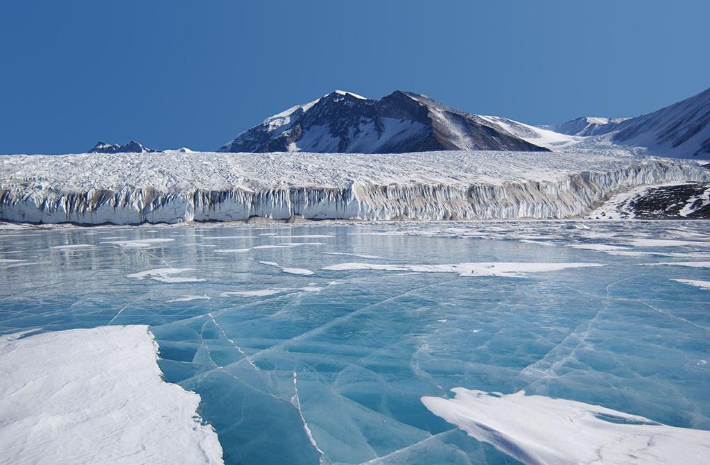 Warmtebron ontdekt onder Antarctische ijskap