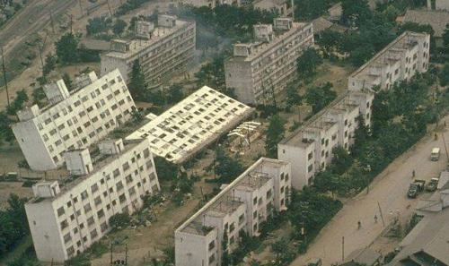 Effetto della liquefazione del terreno dopo un terremoto in Giappone