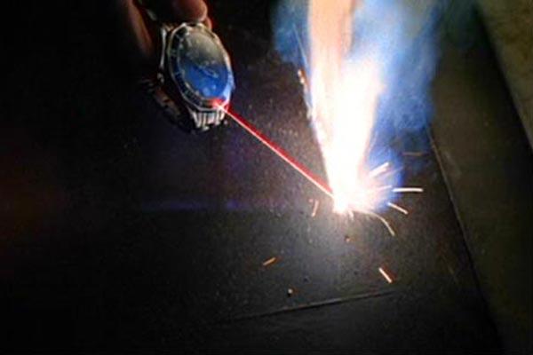 bond-gadgets- laser watch-14-1012-lgn