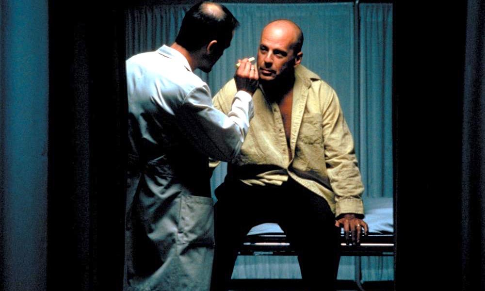 UNBREAKABLE, Bruce Willis, 2000
