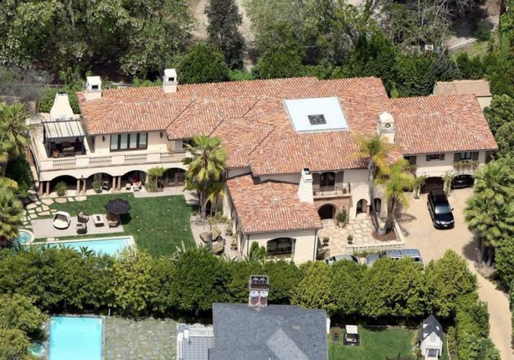 miley-cyrus-family-home-in-la-is-selling-for-5-9-million2