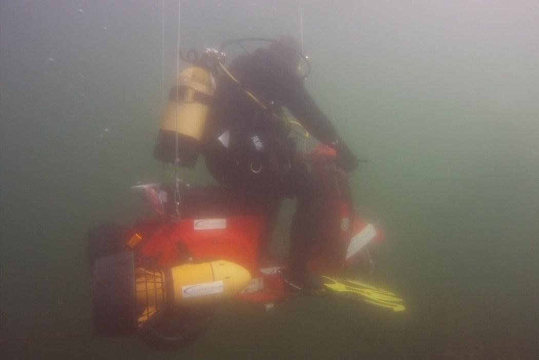 Günther Schachermayr's underwater Vespa ride