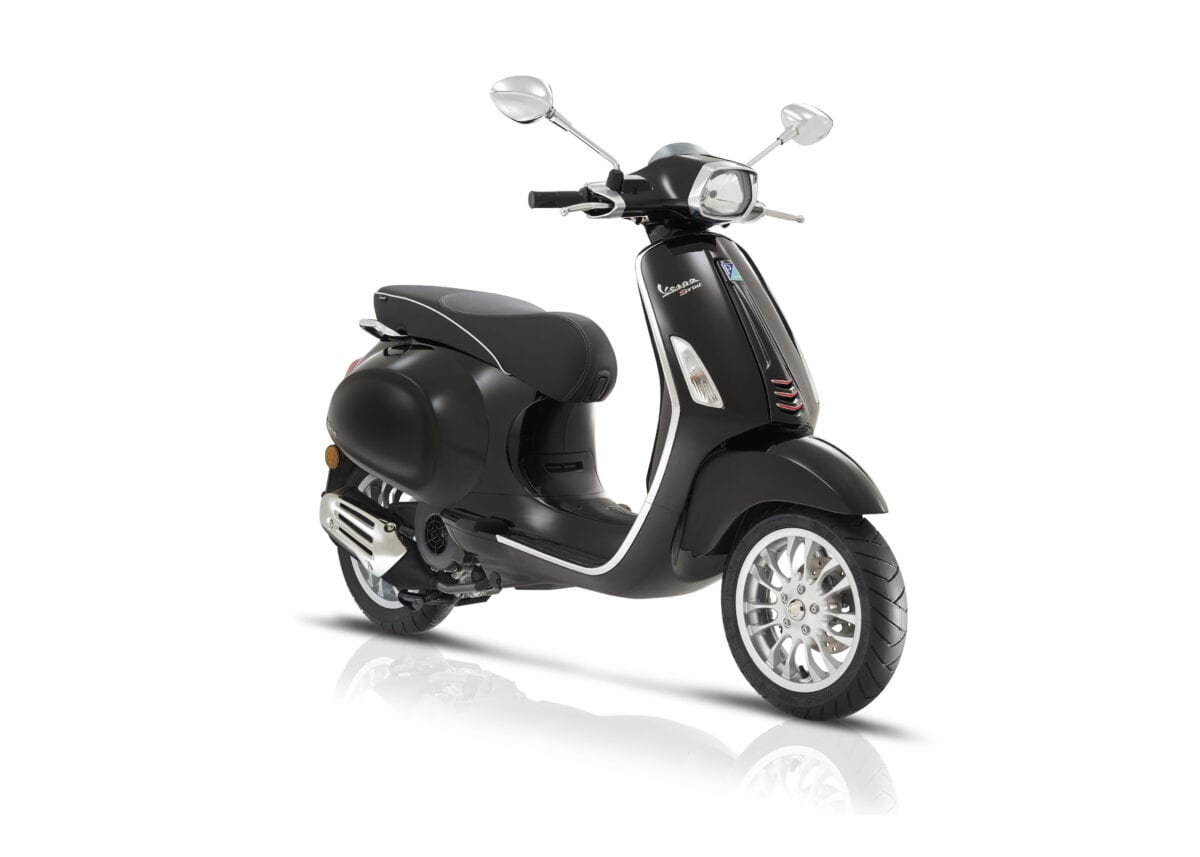 vespa primavera and vespa sprint updated with ultra modern i get euro 4 engine scootering. Black Bedroom Furniture Sets. Home Design Ideas