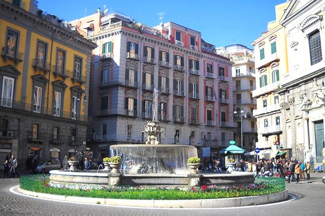 Piazza Trieste e Trento (Fontana del Carciofo)