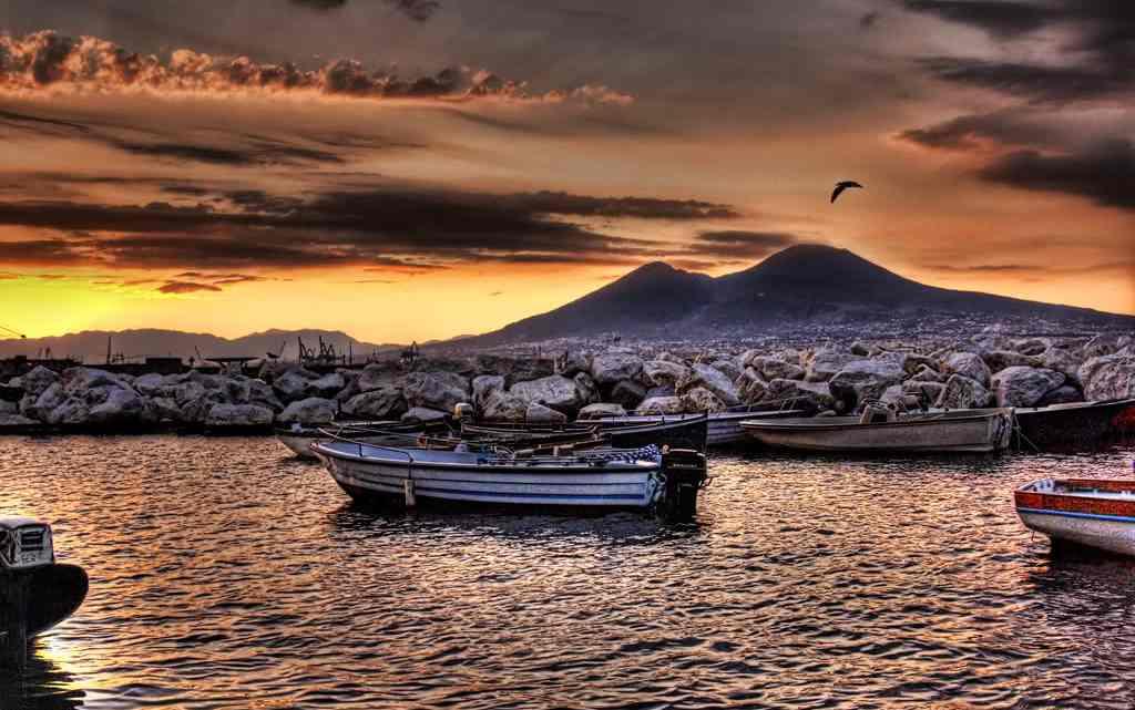 Tramonto con vista del Vesuvio