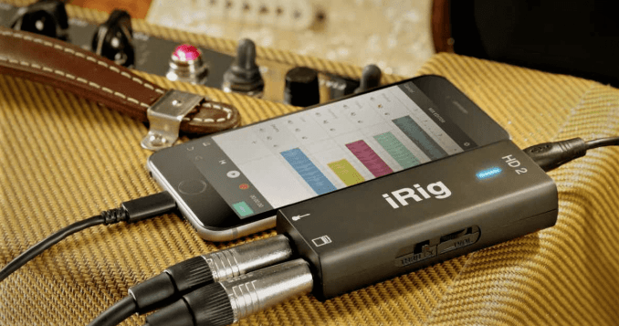how to connect headphone to electric guitar using smartphone
