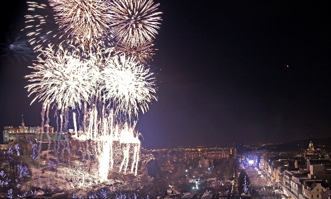 Edinburgh s Hogmanay   Time to Party  As the clock chimes 12  the fireworks begin  Photo by Lloyd Smith