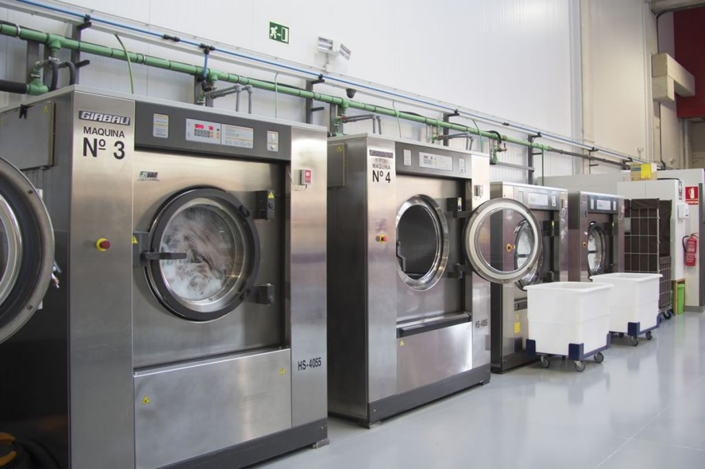 26408 71 19731 9   laundry services