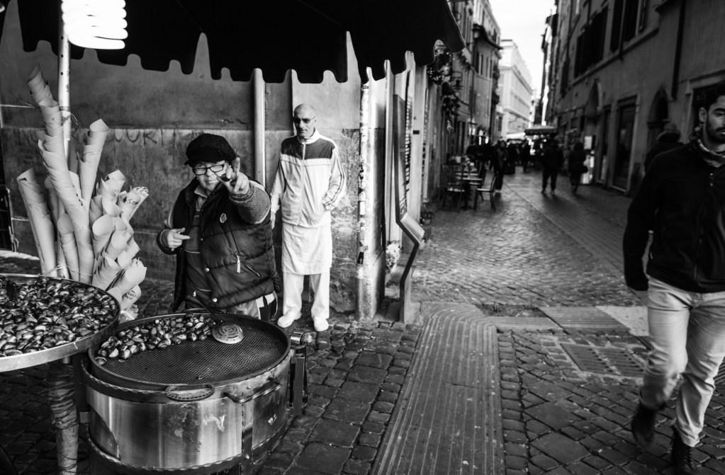 new-rome-street-seller-photography