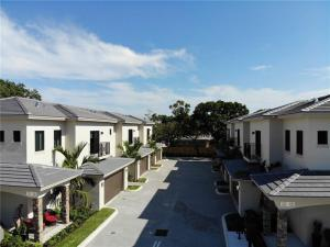 Oakland Park townhouse development image