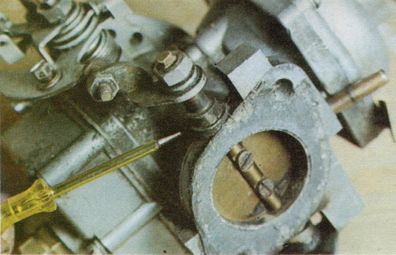 THROTTLE SPINDLE WEAR ON A CLASSIC CAR CARBURETTOR
