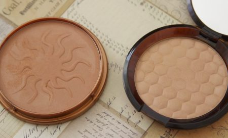 Bronzers bodyshop Honey Bronze Bronzing Powder 02 vs Rimmel Natural Bronzer 021 Sun Light review swatch