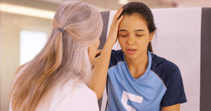 qué hacer tras un golpe en la cabeza