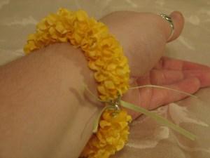 The finished garland bracelet.