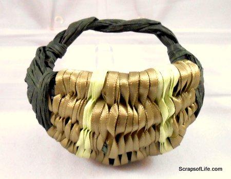 My mini-Egg Basket of Paper Twist and Ribbon
