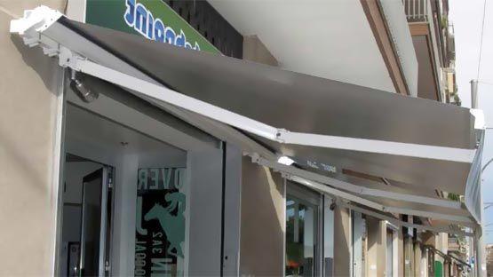 Ke produce tende a bracci estensibili ideali per la copertura di terrazze di medie e grandi. Tenda A Bracci Con Cassonetto Supporto Braccio Leva Incastro