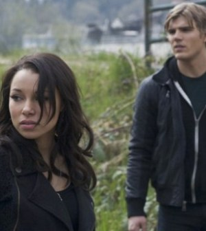 Pictured: Jessica Parker Kennedy and Chris Zylka Photo: Marcel Williams/The CW ©2012 The CW Network.