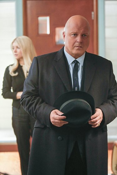 Sarah Jones and Michael Chiklis in Vegas. Image © CBS