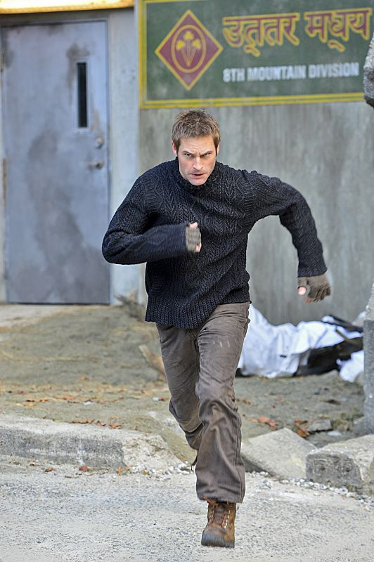 """""""Pilot"""" -- CBS√¢¬?¬?s new dramatic thriller INTELLIGENCE stars Josh Holloway as a high tech intelligence operative enhanced with a super-computer microchip in his brain.   INTELLIGENCE will premiere this winter, Mondays (10:00-11:00 PM ET/PT) on the CBS Television Network.  Photo: Chris Helcermanas-Benge/CBS √?¬© 2013 CBS Broadcasting, Inc. All Rights Reserved."""