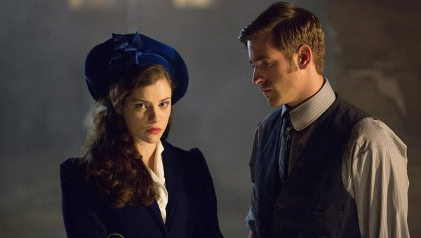 Pictured (L-R): Jessica De Gouw as Mina Murray, Oliver Jackson-Cohen as Jonathan Harker -- Photo by: Jonathon Hession/NBC