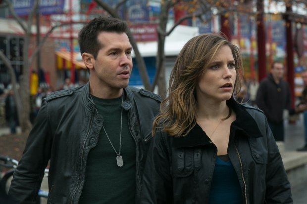 (l-r) Jon Seda as Antonio Dawson, Sophia Bush as Erin Lindsay -- (Photo by: Elizabeth Sisson/NBC)