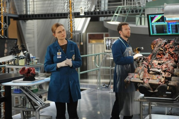 Brennan (Emily Deschanel, L) and Hodgins (TJ Thyne, R) examine remains that have been burned into a recliner. Co.  Cr:  Ray Mickshaw/FOX