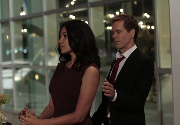 Ryan Hardy (Kevin Bacon, R) has a new love interest, Gwen (Zuleikha Robinson, L). Co. CR: Giovanni Rufino/FOX