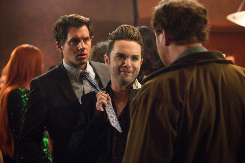 """Backstrom (Rainn Wilson, R) and Sgt. Peter Niedermayer (Kristoffer Polaha, R) investigate the murder of a prominent member of Portland's LGBT community in which tenant Gregory Valentine (Thomas Dekker, C) becomes a suspect in  """"I Am A Bird Now""""    Co. Cr: Liane Hentscher/FOX"""