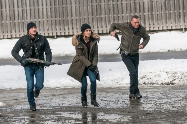 Pictured: (l-r) Jesse Lee Soffer as Jay Halstead, Sophia Bush as Erin Lindsay, Jason Beghe as Hank Voight -- (Photo by: Matt Dinerstein/NBC)