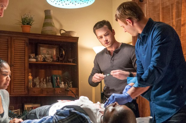 Pictured: (l-r) Jesse Lee Soffer as Jay Halstead, Nick Gehlfuss as Will Halstead -- (Photo by: Matt Dinerstein/NBC)