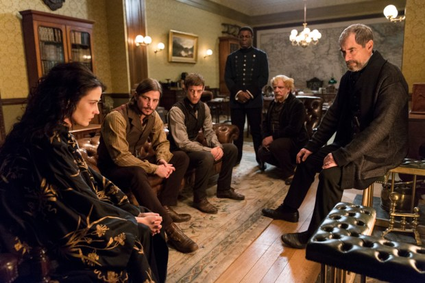 Eva Green as Vanessa Ives, Josh Hartnett as Ethan Chandler, Harry Treadaway as Dr. Victor Frankenstein, Danny Sapani as Sembene, Simon Russell Beale as Ferdinand Lyle and Timothy Dalton as Sir Malcolm in Penny Dreadful (season 2, episode 4). - Photo: Jonathan Hession/SHOWTIME - Photo ID: PennyDreadful_204_1313