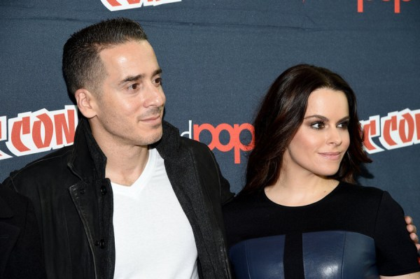 """NEW YORK COMIC CON -- """"12 Monkeys Press Room"""" -- Pictured: (l-r) Kirk Acevedo, Emily Hampshire -- (Photo by: Mike Coppola/Syfy)"""