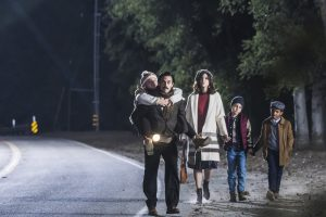 "THIS IS US -- ""Pilgrim Rick"" Episode 108 -- Pictured: (l-r) Mackenzie Hancsicsak as 8 year old Kate, Milo Ventimiglia as Jack, Mandy Moore as Rebecca, Parker Bates as 8 year old Kevin, Lonnie Chavis as 8 year old Randall -- (Photo by: Ron Batzdorff/NBC)"