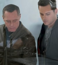 Pictured: (l-r) Jason Beghe as Hank Voight, Jesse Lee Soffer as Jay Halstead -- (Photo by: Elizabeth Sisson/NBC)