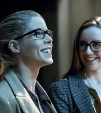 """Arrow -- """"Checkmate"""" --  Pictured (L-R): Emily Bett Rickards as Felicity Smoak and Kacey Rohl as Alena -- Photo: Katie Yu/The CW"""