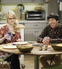 """""""The Separation Agitation"""" -- Pictured: Bernadette (Melissa Rauch) and Howard Wolowitz (Simon Helberg). Photo: Sonja Flemming/CBS."""