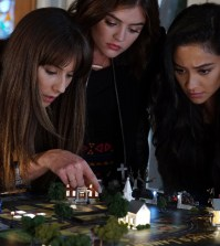 "PRETTY LITTLE LIARS - ""These Boots Are Made For Stalking"" (Freeform/Eric McCandless) TROIAN BELLISARIO, LUCY HALE, SHAY MITCHELL"