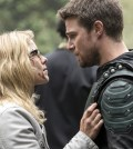 """Arrow -- """"Lian Yu"""" - Pictured (L-R): Bett Rickards as Felicity Smoak and Stephen Amell as Oliver Queen/The Green Arrow -- Photo: Jack Rowand/The CW"""