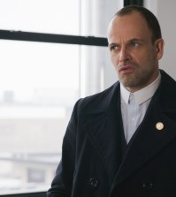 "Elementary ""Moving Targets"" -- Pictured Jonny Lee Miller as Sherlock Holmes Photo: CBS ©2017 CBS Broadcasting, Inc. All Rights Reserved"