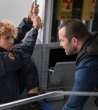 "BLINDSPOT -- ""Lepers Rebel"" Episode 222 -- Pictured: (l-r) Michelle Hurd as Shepherd, Sullivan Stapleton as Kurt Weller -- (Photo by: Jeff Neumann/Warner Bros/NBC)"