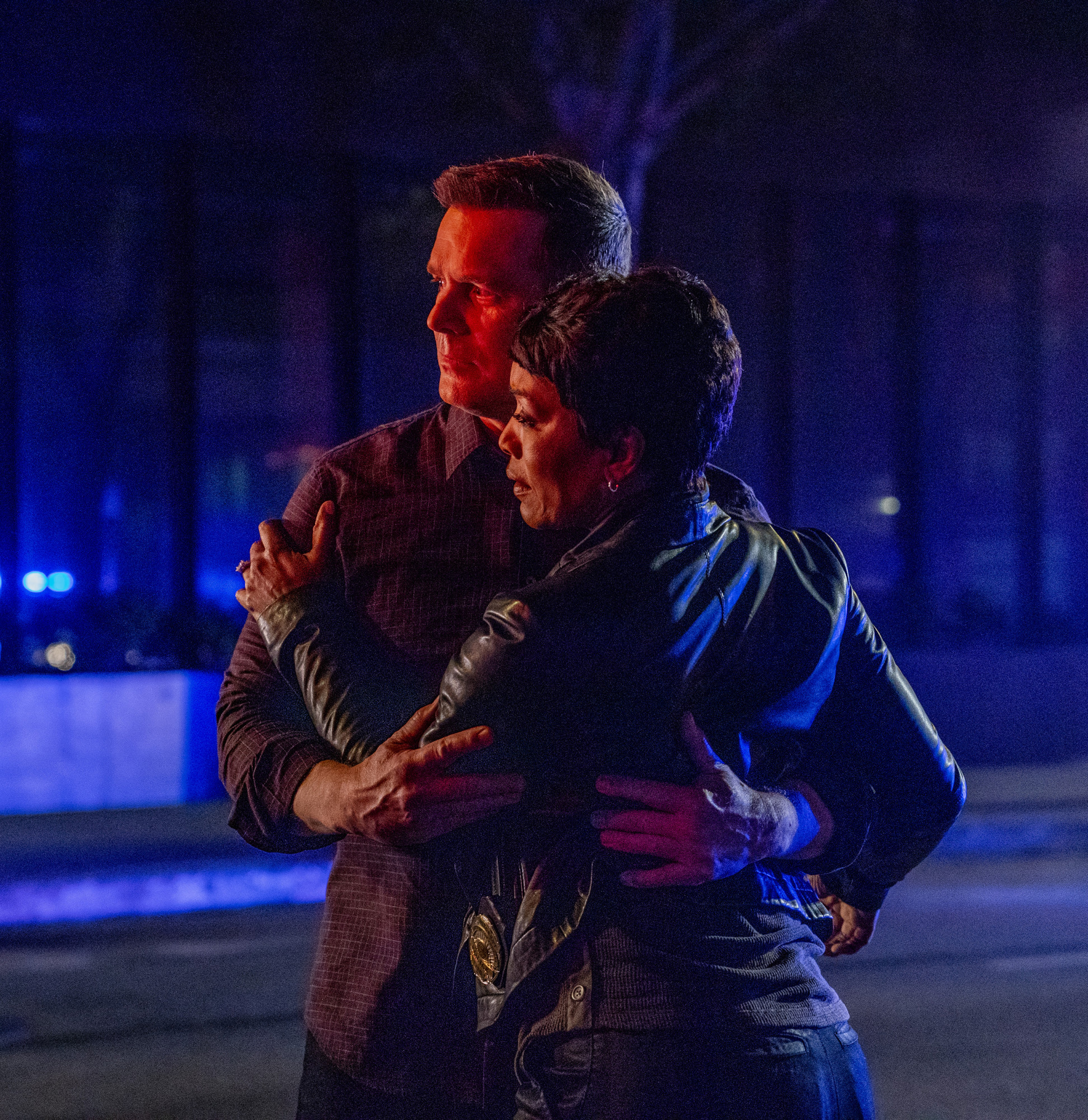 "911 Episode 2x18 ""This Life We Choose"" Photos"