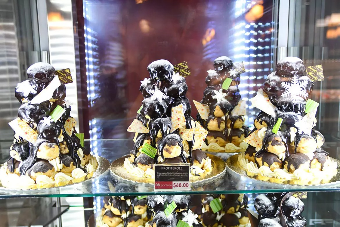 Brunetti Tanglin Mall Christmas Profiterole