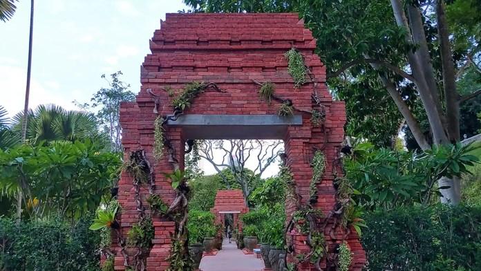 Sang Nila Utama Garden, Fort Canning Hill, Singapore.