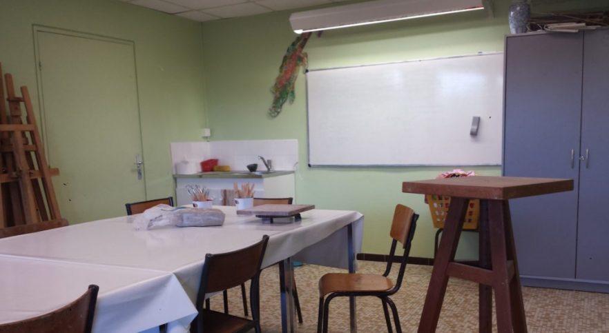 Cours de sculpture à l'atelier de loisirs de Saint-Cyr-l'École