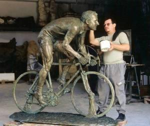 Monumenti-in-bronzo-statue-sculture-per-giardino_Aldo_Bini_monumento_per-la città_di_Bagnolo_di_Montemurlo_cod.135_cm180x200x60_anno_2002