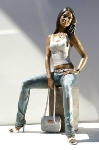 Statua-in-bronzo-donna-ragazza-domenicana-Carmen_14