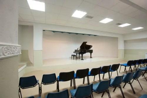 Sala concerti con pianoforte