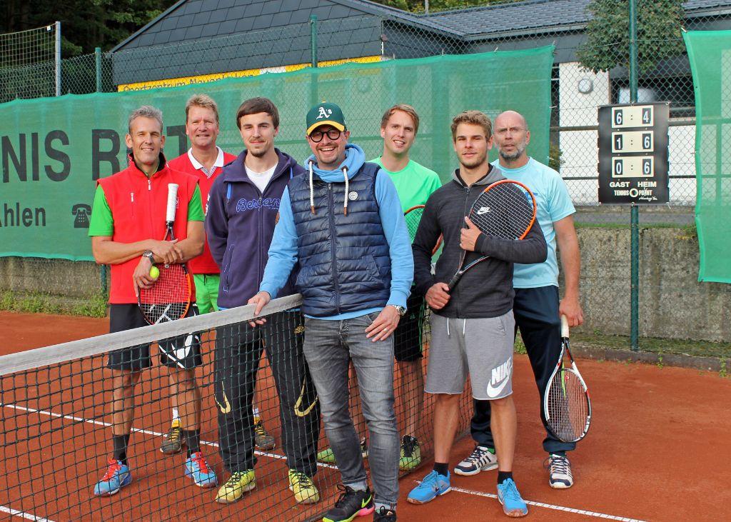 Tennisherren aus Neuenbeken steigen auf